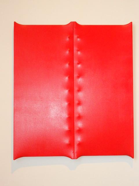 Enrico Castellani - Superficie rossa, 1962 - Collezione Prada