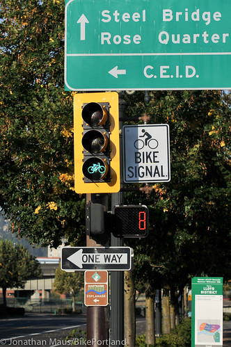 New bike only signal at MLK and Lloyd-1