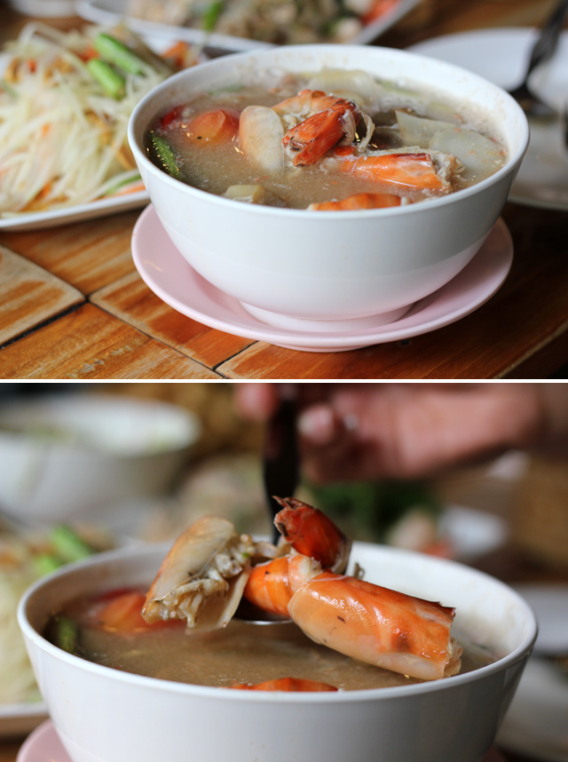 Tom yum goong nam khon (tom yum soup with shrimp - clear soup version ต้มยำกุ้งน้ำใส)