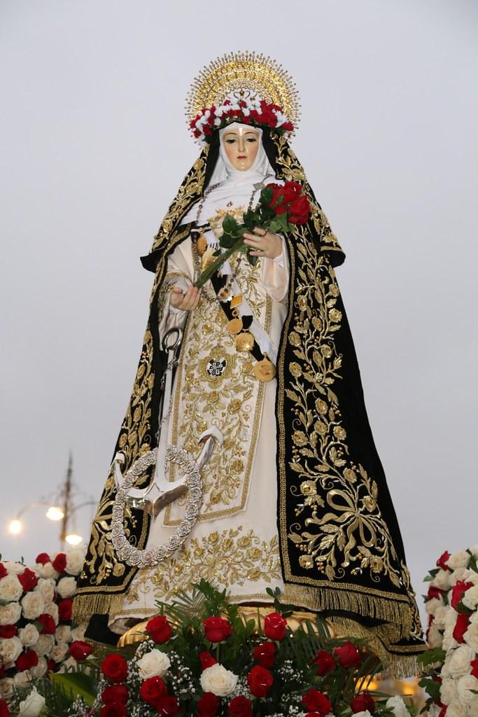 Peru: Procissão com a relíquia de Santa Rosa de Lima
