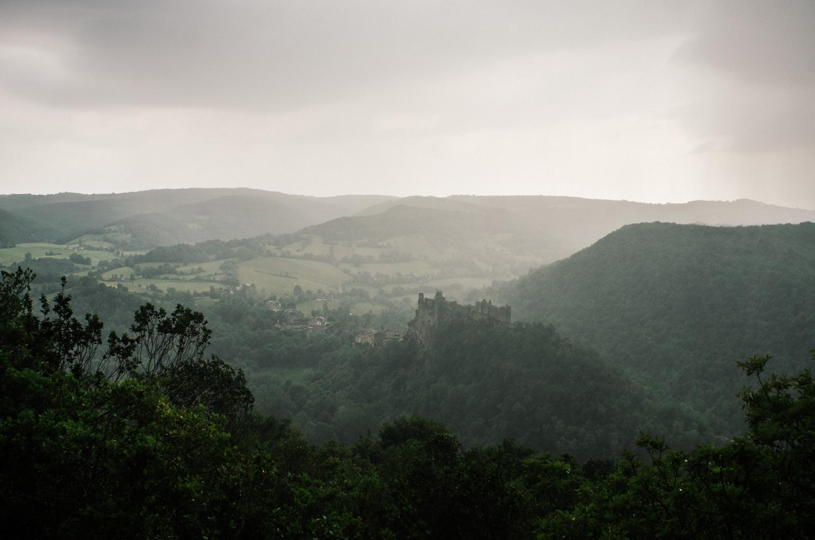 Randonnée dans les gorges de l'Aveyron - Penne sous la pluie