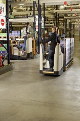 Crown WT 3000 Powered Pallet Truck Series with Fixed Platform
