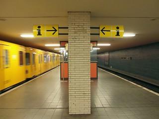 Image de Hufeisensiedlung. berlin station germany underground subway deutschland metro ubahnhof ubahn neukölln öpnv bvg u7 hufeisensiedlung parchimerallee
