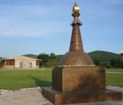 Estupa y gompa en Chintamani
