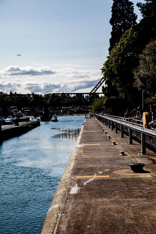 Ballard Locks STarbucks [EOS 5DMK2 | EF 24-105L@65mm | 1/800s | f/6.3 | ISO200]