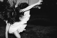[フリー画像素材] 人物, 女性 - アジア, モノクロ, 髪がなびく ID:201210020800