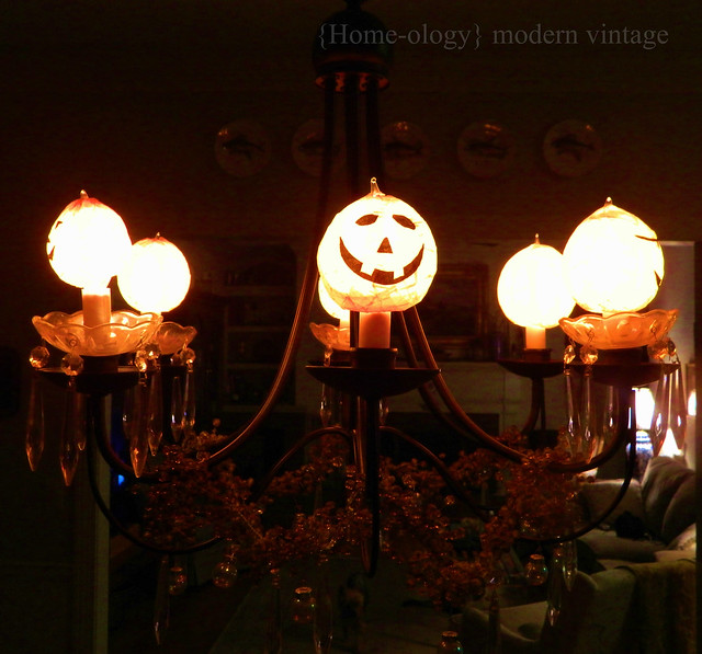pumpkin luminaries via homeologymodernvintage.com