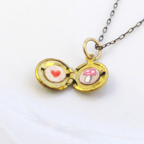locket-mini-mushroom-heart-1