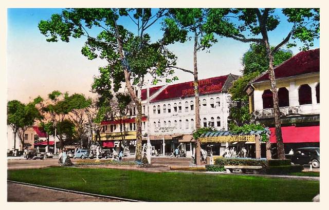 SAIGON 1950s - Công viên trước Nhà hát TP