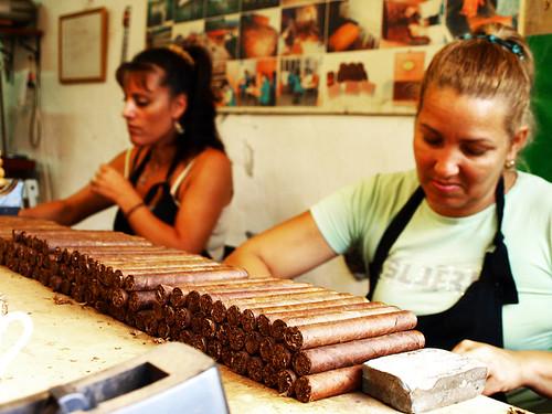 Cigar rollers, Cigar Factory, Breña Alta, La Palma