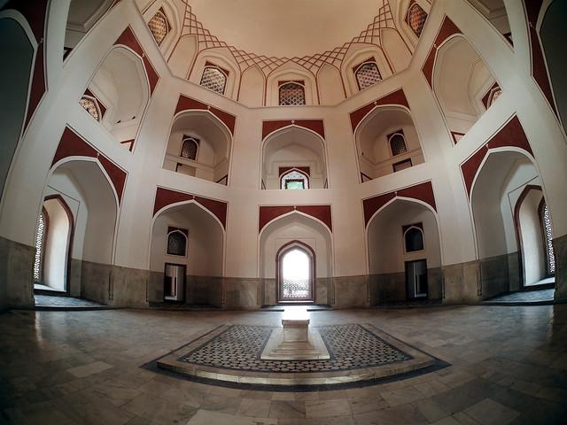 Interior de la tumba de Humayun. Delhi. India.