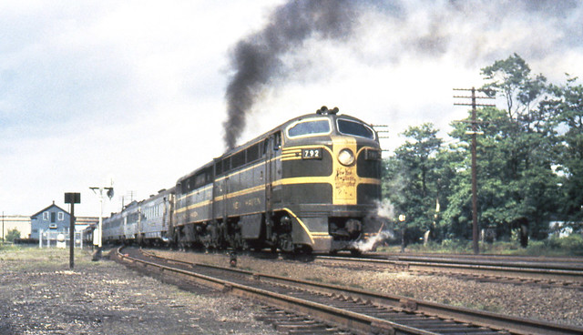 New haven railroad der 4 fm cpa 24 5 locomotive 792 along with a der