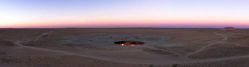 leica sunset 35mm fire sand desert f14 hellsgate firepit m9 turkmenistan doortohell gatewaytohell derweze hellsdoor