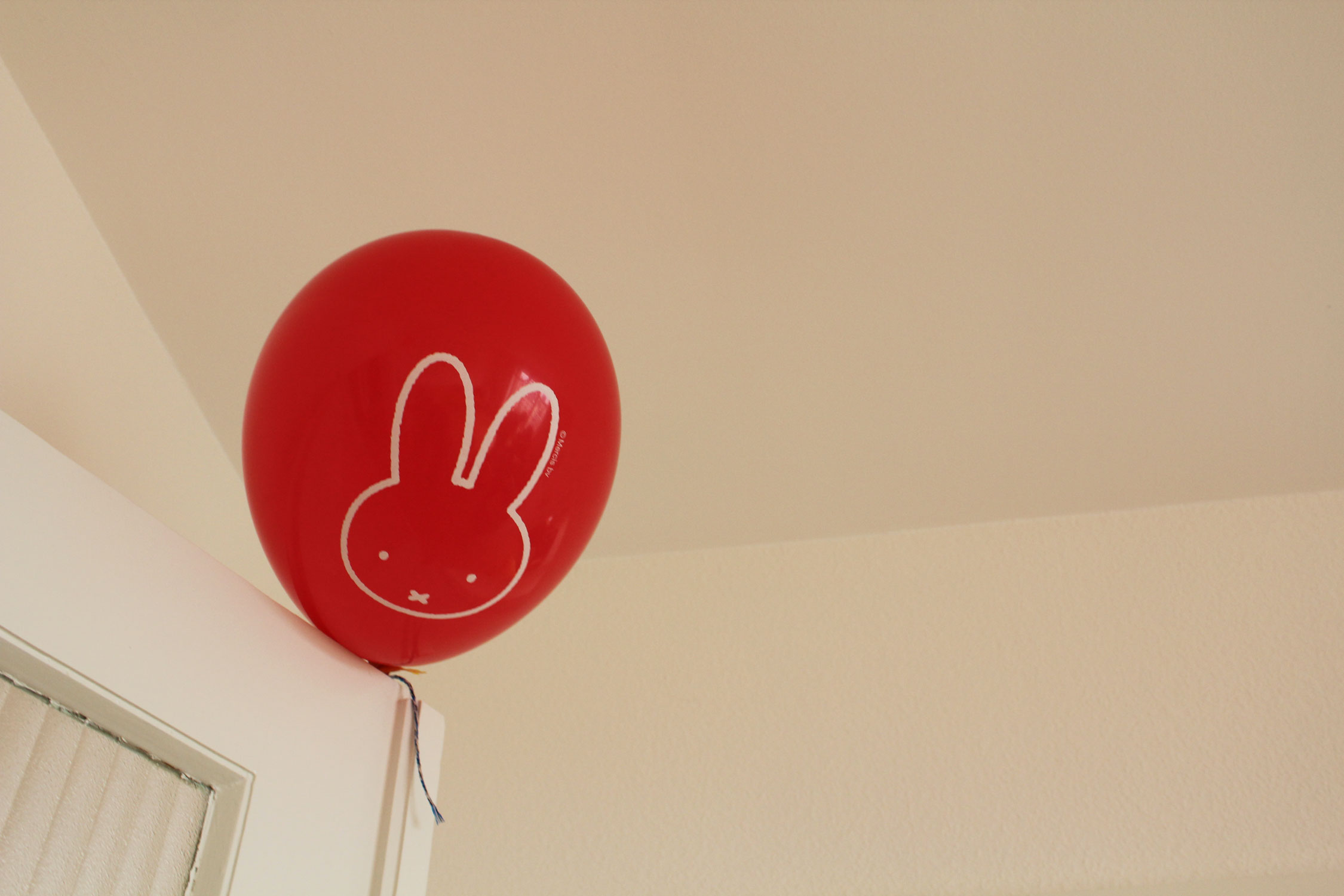 vee-1year-party-balloon