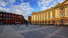 Capitole de Toulouse et la rue de Rémusat