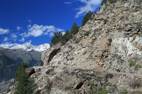 Cycling on the old Hindustan-Tibet byway