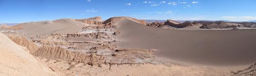Le désert d'Atacama: petite balade sur une crête, avec vue sur une dune et l'Amphitéâtre (Valle de la Luna)