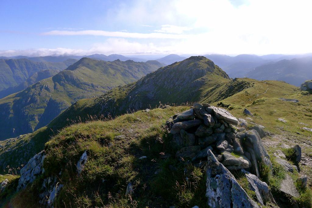 Luinne Bheinn summit ridge