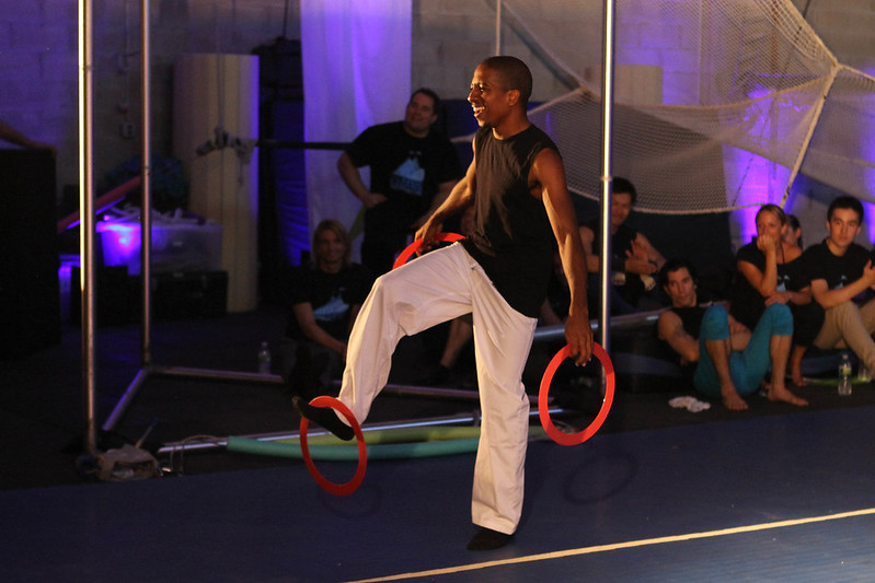 Paris, hip hop juggler