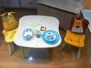 Petite table et petites chaises