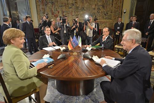 Rajoy, Merkel, Monti y Hollande en una cumbre en Roma