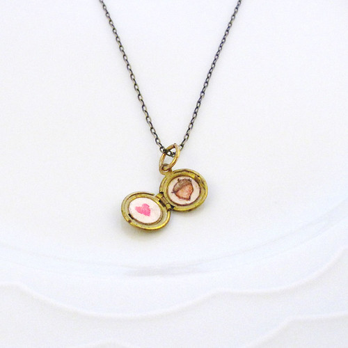 locket-mini-acorn-heart-1