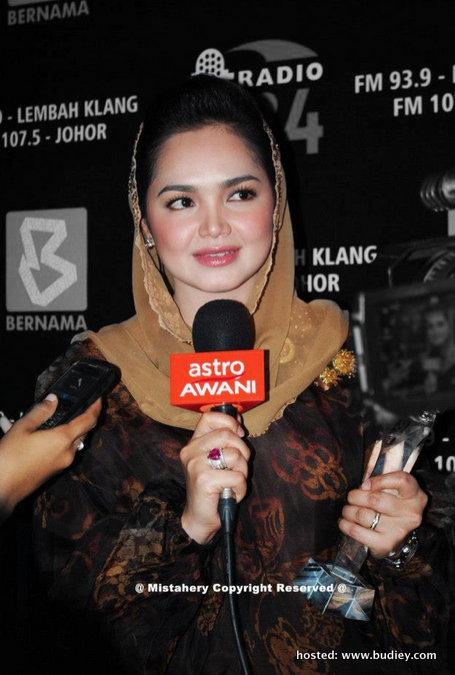 Siti Nurhaliza Terima Anugerah Ikon Hiburan BERNAMA Radio 24