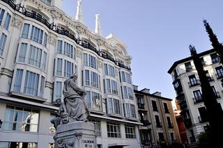 http://hojeconhecemos.blogspot.com/2012/10/do-plaza-de-santa-ana-madrid-espanha.html
