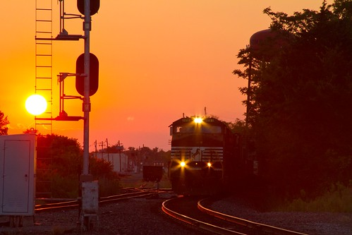 trains railroad railfanning railfans rail glint sunset lighting norfolk southern west district general electric wide cab c409w golden norfolksouthern ns illinois il