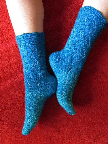 Blue Gradation Overload Waving Lace Socks