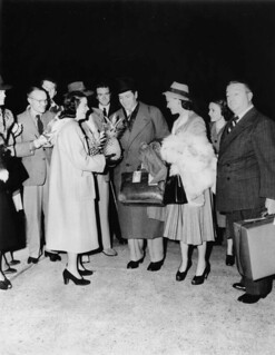 Sir Laurence Olivier and Vivien Leigh arriving at Archerfield airport, 1948