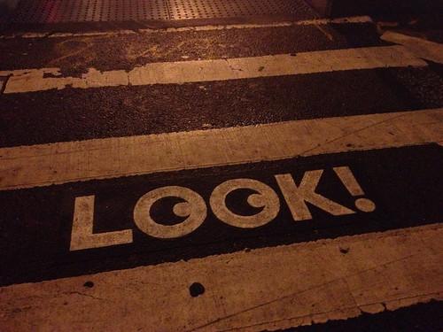 横断歩道の注意書きが可愛かった。