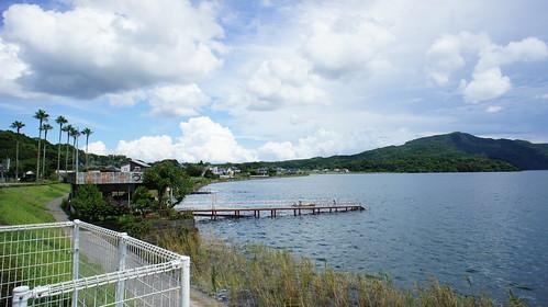 池田湖(左側)