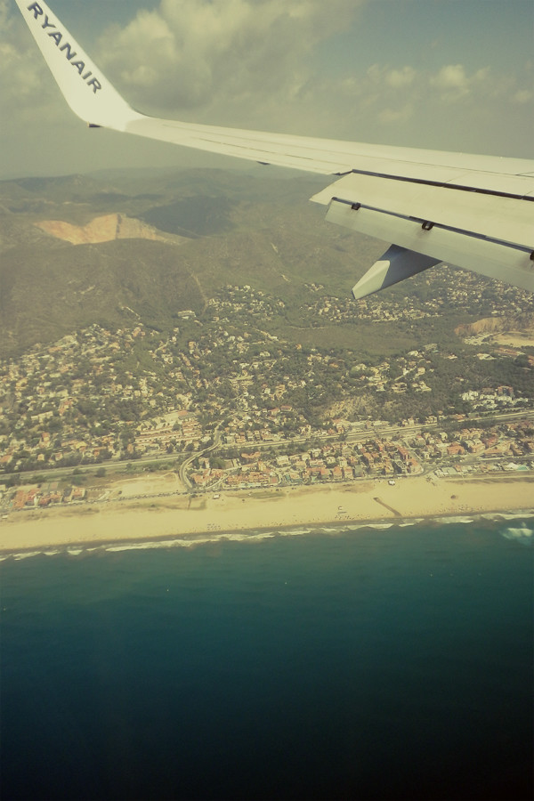 Wardrobeblock : Spain Barcelona Catalonia Catalunya Plane View Beach Sea Mountains