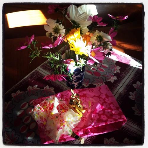 Blommor och paket från Klara