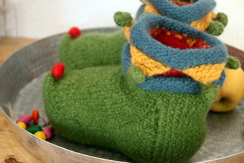 successfully finishd: felted slippers for the boys.