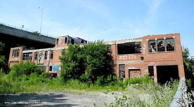 Abandoned building on de Richelieu 2