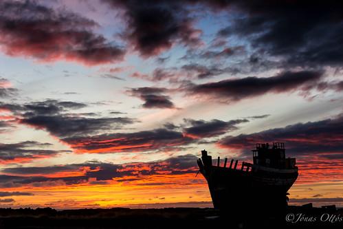 autumn sunset red sky sun fall beach nature clouds landscape boats photography iceland heaven ship view skip haust náttúra 2012 akranes northatlantic faxafloi krókalón sólsetur canon60d sigma1750 höfrungur stunningskies sigma1750f28ex jonasottos