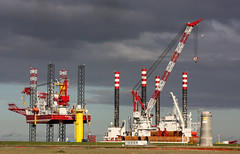 port(0.0), crane vessel (floating)(0.0), vehicle(0.0), transport(0.0), freight transport(0.0), floating production storage and offloading(0.0), offshore drilling(0.0), container ship(0.0), drilling rig(1.0), jackup rig(1.0), construction equipment(1.0), semi-submersible(1.0), oil field(1.0), oil rig(1.0),