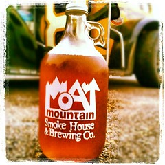 Happy Birthday to me! #moatmountain #brewpub #blueberry #beer #brewery #drink #happy #love #yumo