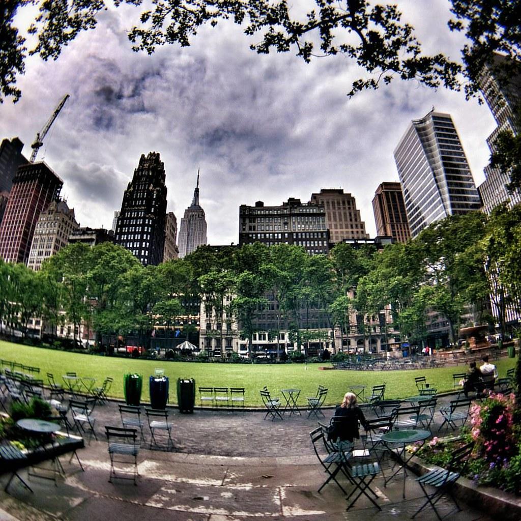 Waiting  #Newyork #Nyc #newyorkcity #manhattan #city #life #Day #colorful #Travel #travelgram #trip #garden #green #sky #clouds #cloudporn #rain #rainyday #Photo #Photography #skyline #fisheye #iloveny #ilovenyc #newyorkphoto #instacool #instanewyork #myn