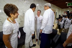Colombian President Juan Manuel Santos speaks with U.S. Secretary of State John Kerry and Venezuelan President Nicolás Maduro as they sit inside the Cartagena Indias Convention Center in Cartagena, Colombia, on September 26, 2016, during a bilateral meeting after they both attended a peace ceremony between the Colombian government and the Revolutionary Armed Forces of Colombia (FARC) that ended a five-decade conflict. [State Department Photo/Public Domain]