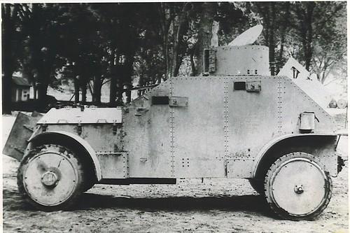 el primer vehículo blindado en este país. Se trataba de un camión blindado de Carabineros, White dotado de ruedas metálicas, apto para acompañar todo tipo de manifestaciones populares.
