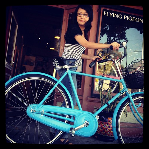 Brave KSCI reporter tries to ride a Flying Pigeon LA bike twice her size