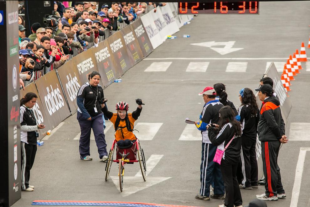 Patricia Silveira concluye la carrera de 21km en la Categoría Silla de Ruedas. (Tetsu Espósito)