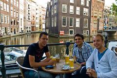 Une bonne bière au bord d'un canal à Amsterdam !