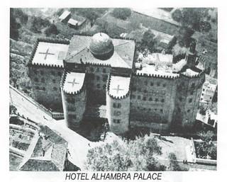 En 1937, en plena guerra, unas grandes cruces indicaban su uso como hospital.
