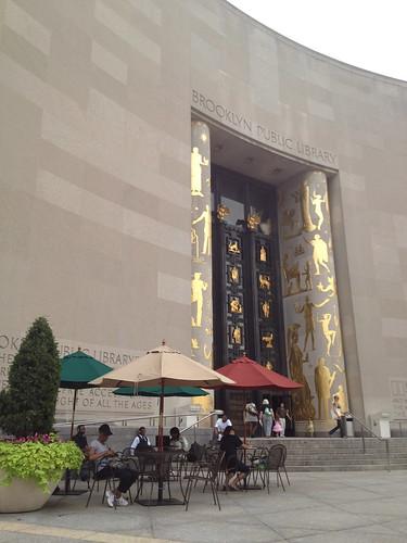 ブルックリンの図書館。「知恵の殿堂」感すごい。