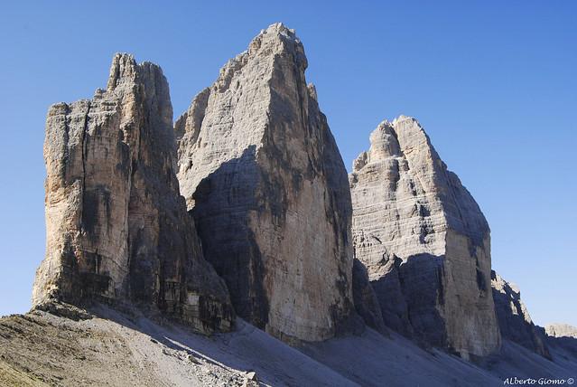Le Tre Cime di Lavaredo, dal sentiero che conduce al Rifugio ...