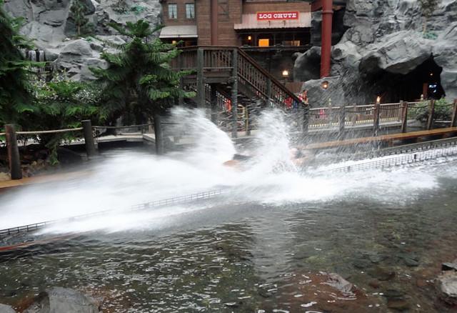 log-chute-ride-mall-of-amer